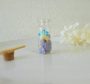お花を詰めたフレグランスハーバリウム