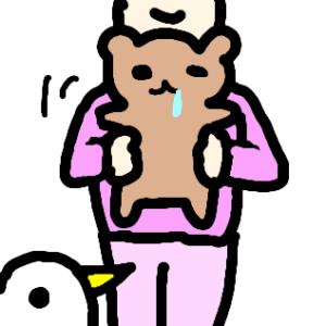 若保育士が子たぬを抱っこ