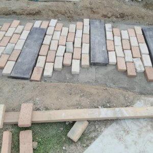 ナチュラルカントリー(南欧風)な玄関アプローチを簡単手作りDIY☆レンガとコンクリートウッドを並べてみた